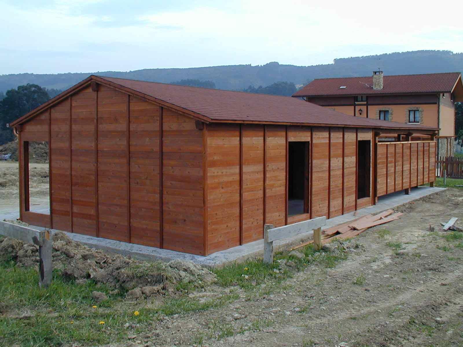 Garaje cerrado de madera zurtek ingenier a for Nombres de garajes